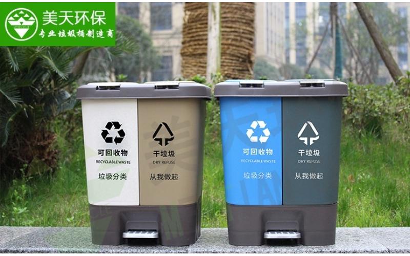 景区公园脚踏垃圾桶